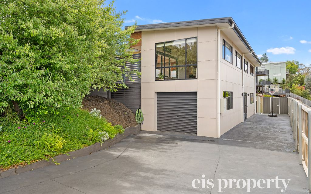 Modern low-maintenance living at its best!