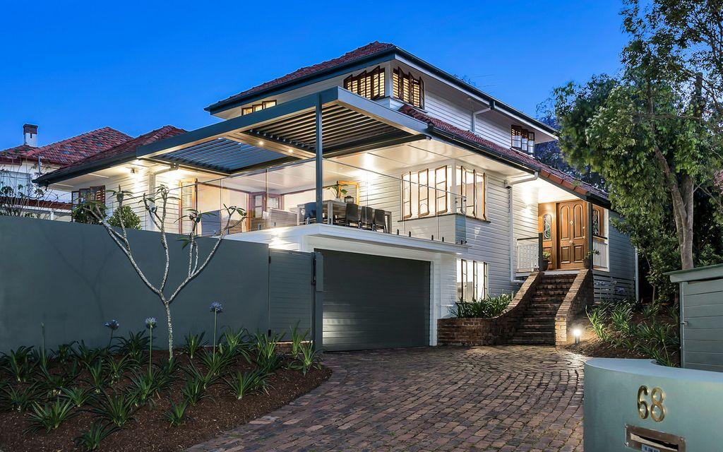 Elegant Home – Prestigious Location!