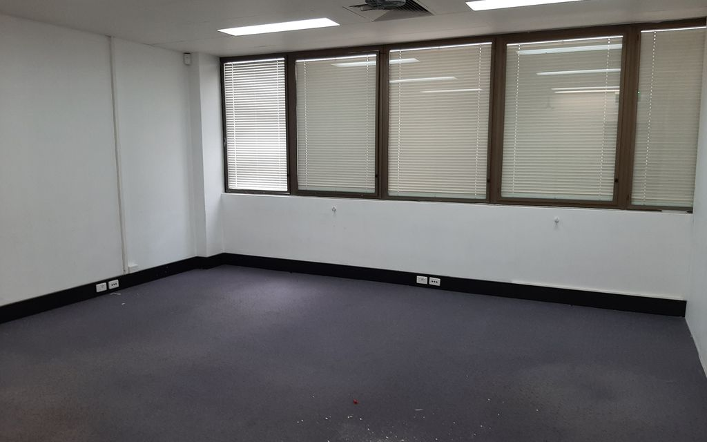 Whole Floor fully partitioned rooms