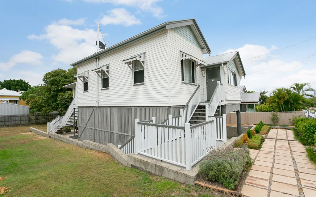 HIGHSET COLONIAL WITH 3 BEDROOMS AND ENTERTAINMENT DECK-NEWTOWN