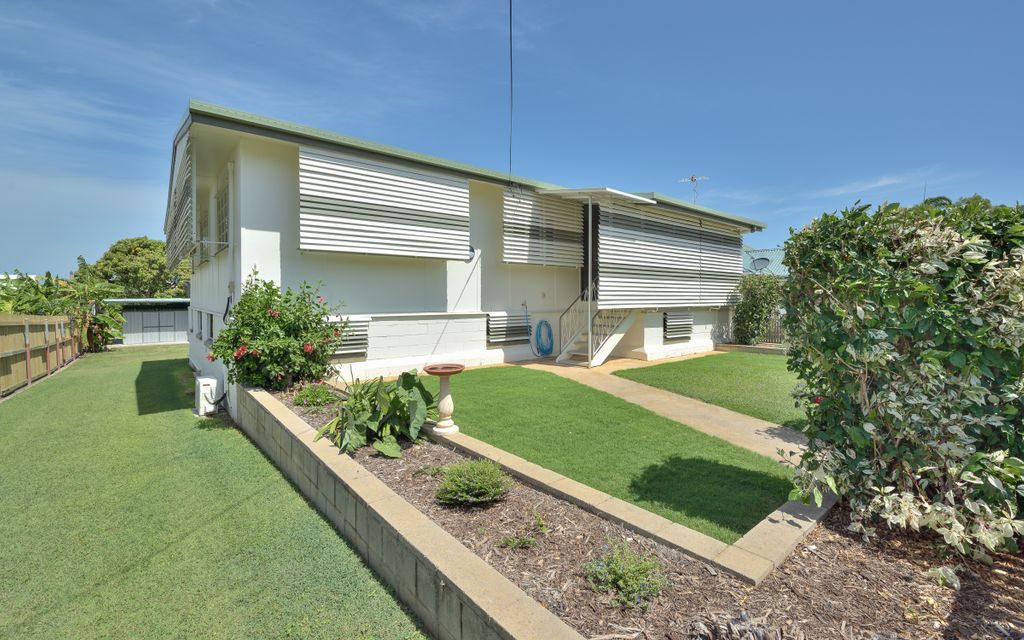 Lovely family home on a 1019m2 level block!