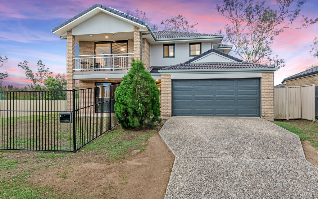 EXPANSIVE TWO STOREY BRICK MINUTES FROM EVERYTHING
