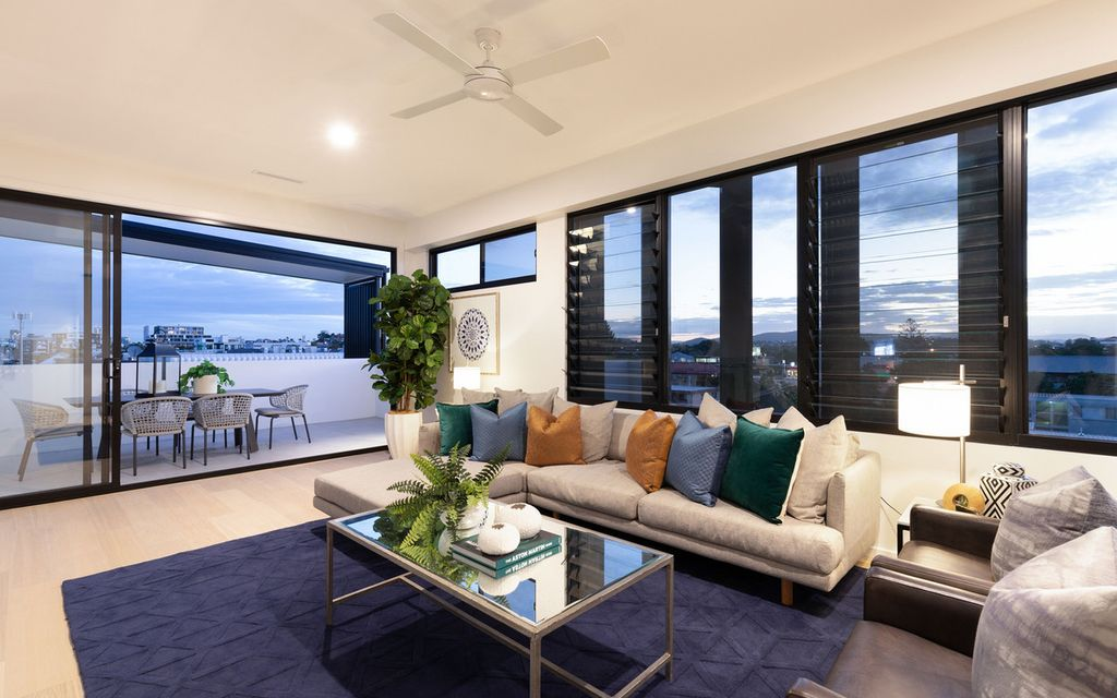 LUXURY SKYHOME – Two Level Inner-City Residence with Rooftop Terrace
