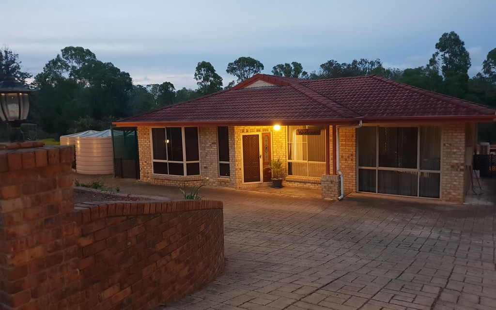 Large Family Home With Duct ed Air Conditioning + Swimming Pool + Granny Flat – On 5 Acres