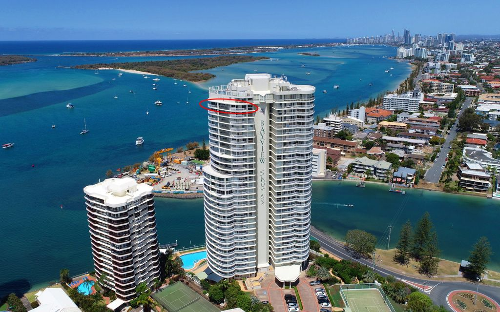 SENSATIONAL OCEANFRONT SUB PENTHOUSE ON THE BROADWATER