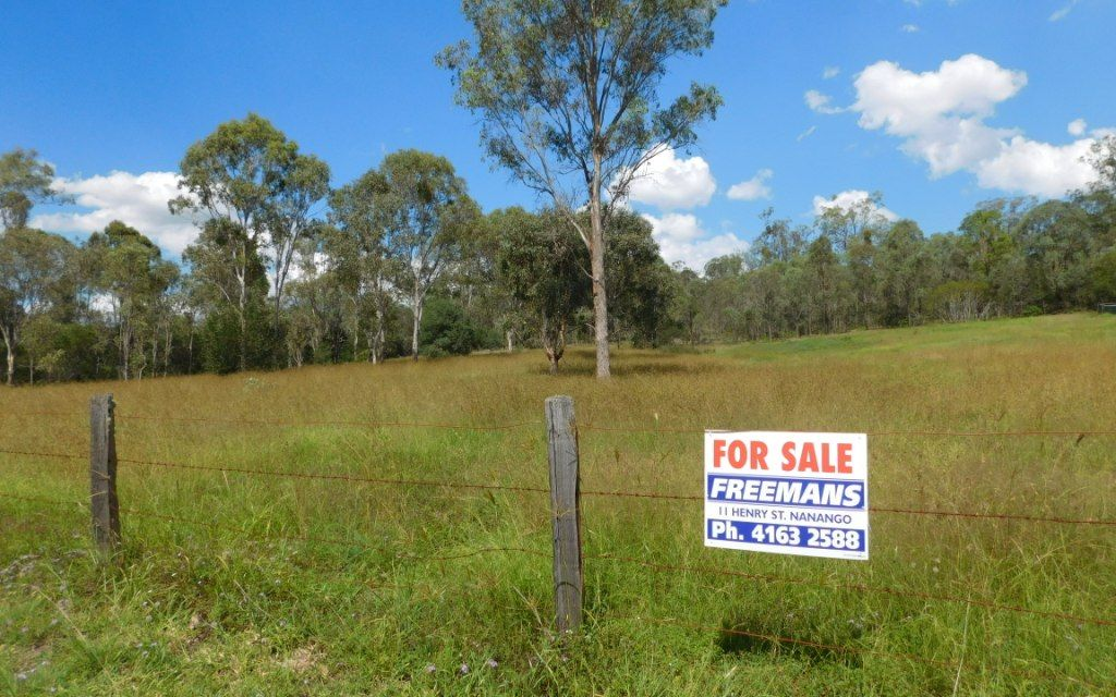 ONE ACRE BLOCK ON THE EDGE OF TOWN!!