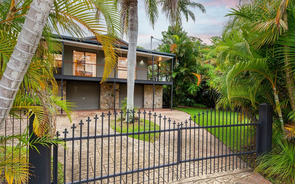 Position & Lifestyle – Walk to the water, sandy beach, parkland and boat ramp.