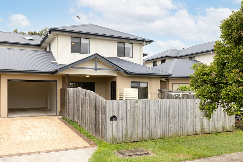 Immaculate townhouse in quiet street