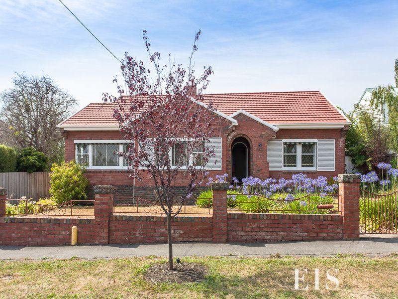 Character Home In Dress Circle Location