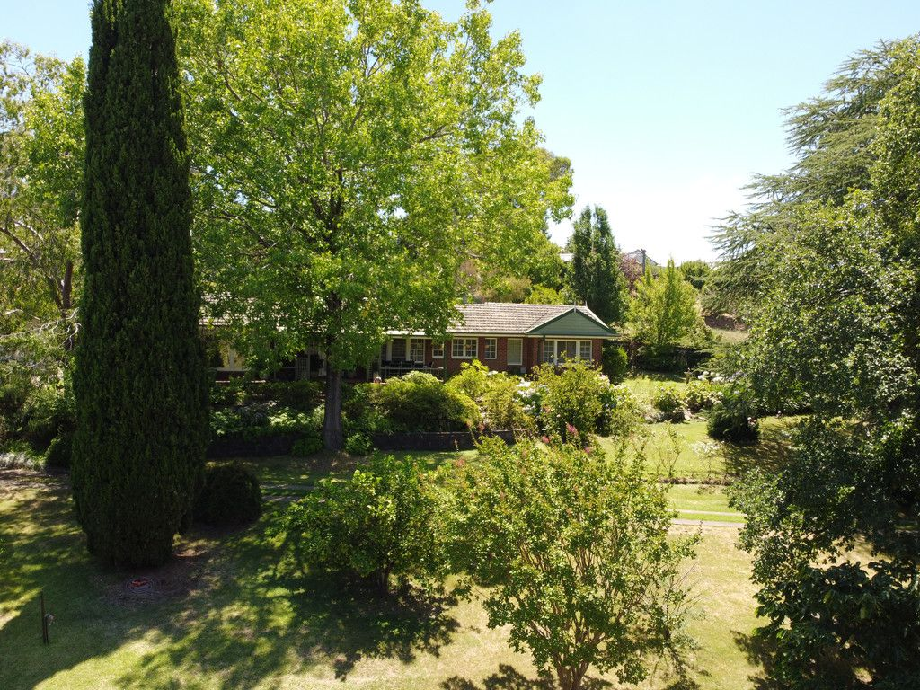 PRESTIGEOUS PROPERTY IN SECLUDED PARKLAND SETTING