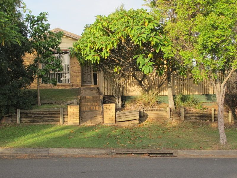 800SQM BLOCK, WELL MAINTAINED & IDEAL TO MOVE IN NOW. OPEN HOME IS CANCELLED THIS SATURDAY 1:00-1:30PM