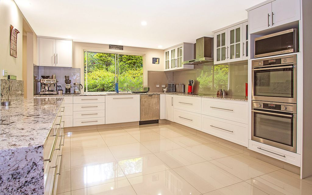 GRAND IN SIZE, COMFORTABLE FAMILY HOME on 1282M2 ALLOTMENT