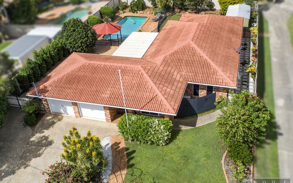 FULLY RENOVATED LOW-SET ON 820SQM + POOL + SPLITTING POTENTIAL