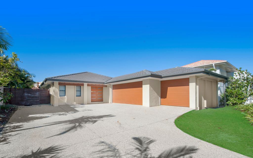 Family Home on Gracemere Island 2