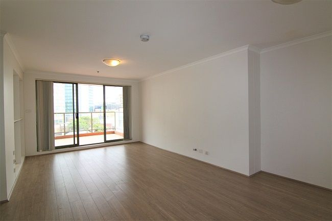 Recently renovated 3-bedroom apartment, new paint and floorboards