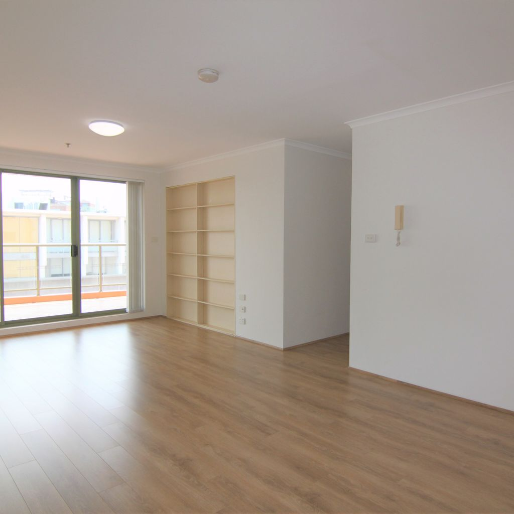 Well-maintained 3 bedroom apartment with floorboards