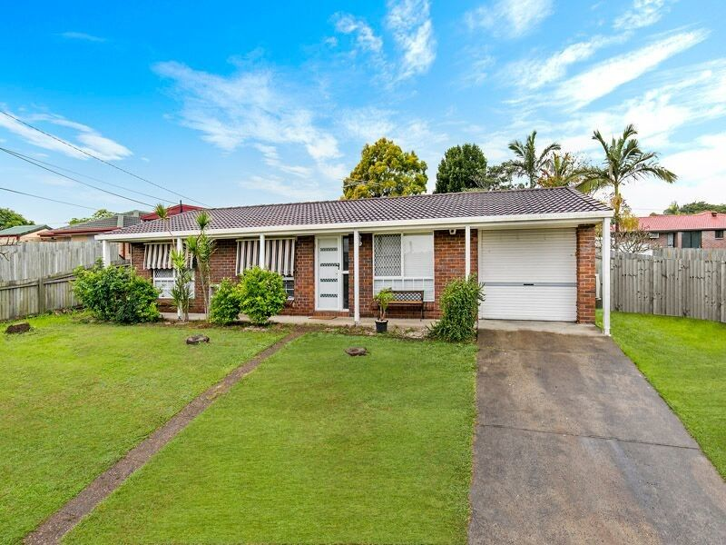 UNDER CONTRACT –  FAMILIES LOOKING FOR EXTRA LIVING SPACE NEED LOOK NO FURTHER!