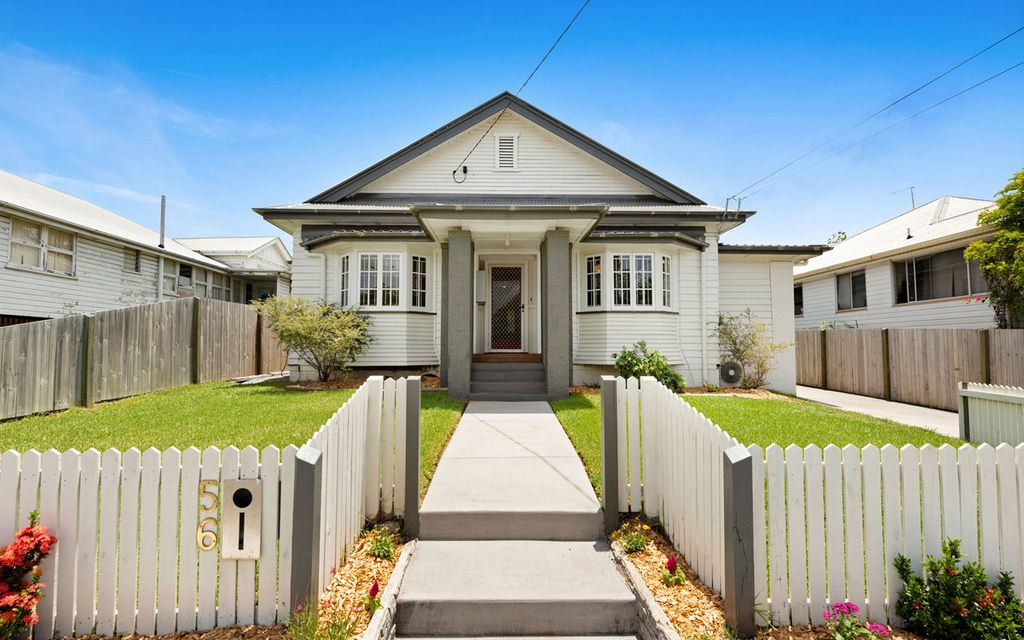 CLASSIC HOME – Character Filled 1930s Californian Bungalow