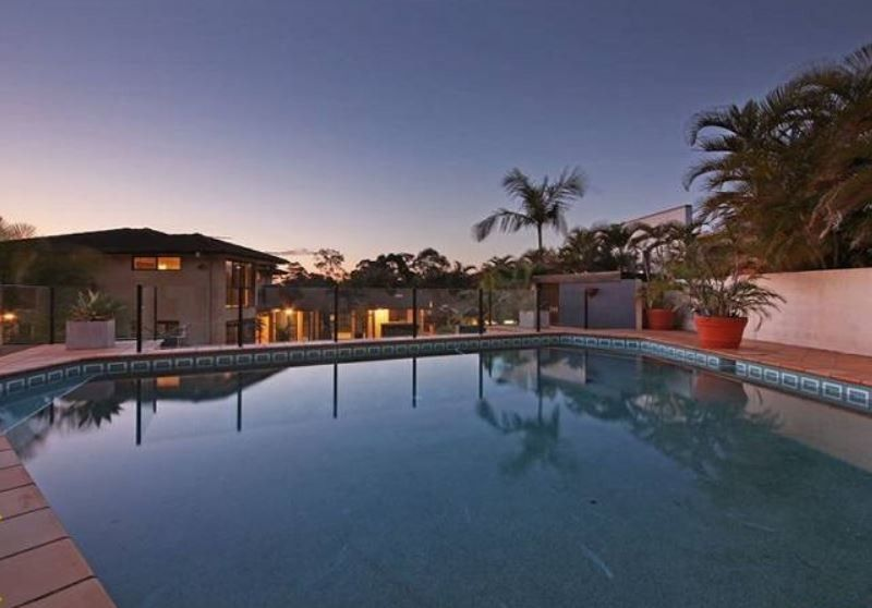 ARCHITECT DESIGNED EXECUTIVE, PRIVATE HOME ON A LARGE BLOCK – OWNERS MOTIVATED TO SELL