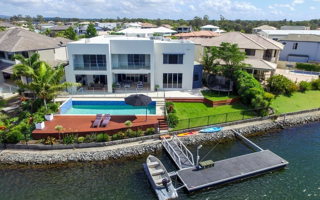 Luxury Waterfront Family Home in Oyster Cove