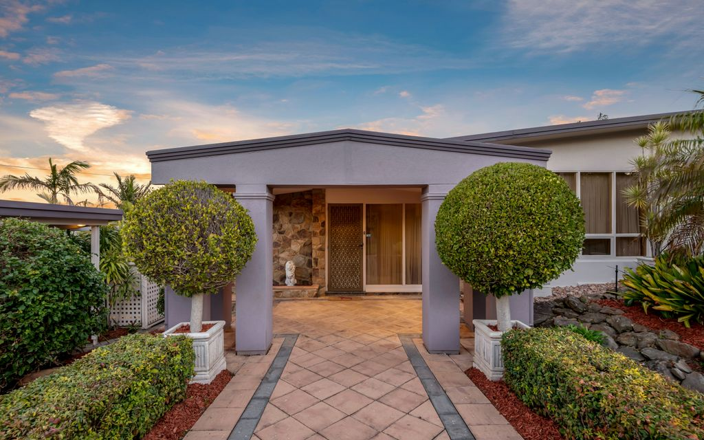 Sensational family entertainer with in ground heated spa in prestigious O'Halloran Hill