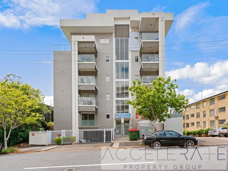 Fantastic Studio only a stones throw from the CBD! Fully Furnished!
