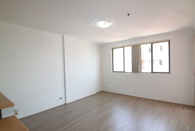 Low maintenance 1 bedroom apartment with floorboard