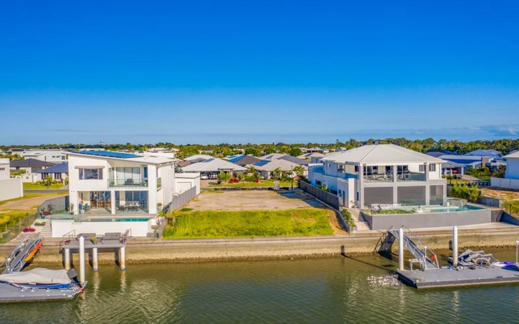 Exceptional Waterfront Value – Large 783sqm Blank Canvas
