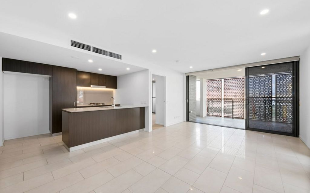 Ultra Modern Spacious 2 Bed with 2 Car spaces!