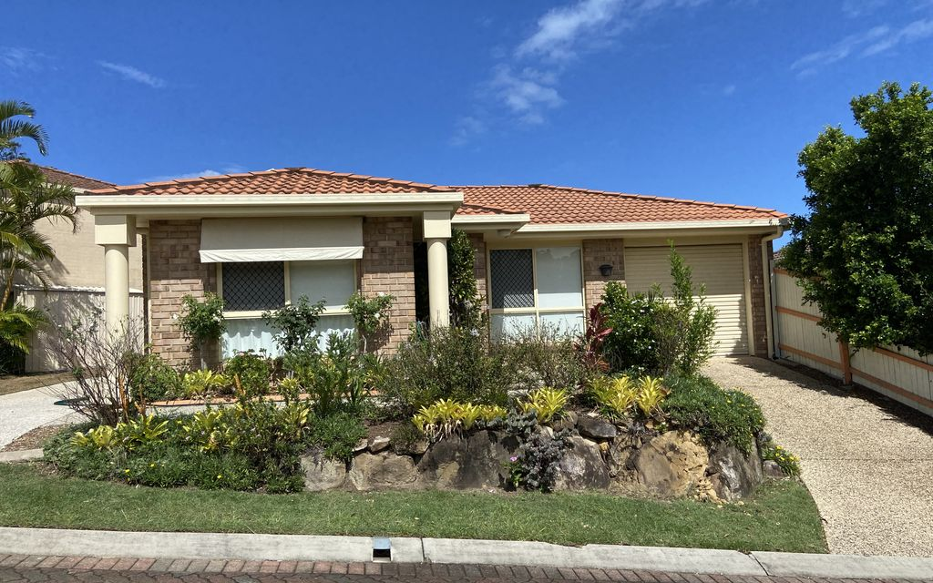 3 BEDROOM TOWNHOUSE- POOL IN COMPLEX – CALOUNDRA
