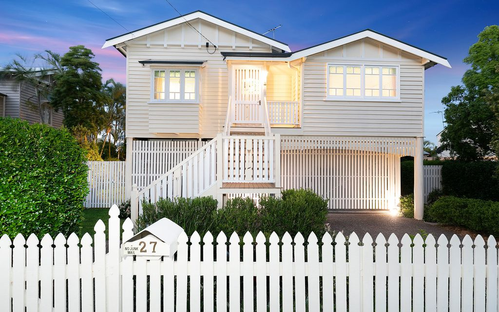 CLASSIC MODERN QUEENSLANDER – SUPERIOR POSITION