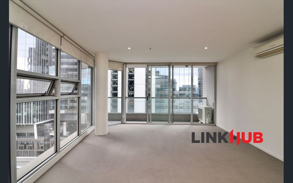 Large One Bedroom apartment at Village Docklands, easy access to Trams, M1 M2, Southern Cross Station, shopping at the District and DFO South Wharf