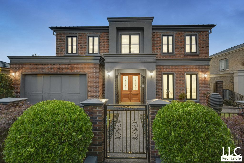 Opulent Family Luxury And Class in Central Mount Waverley