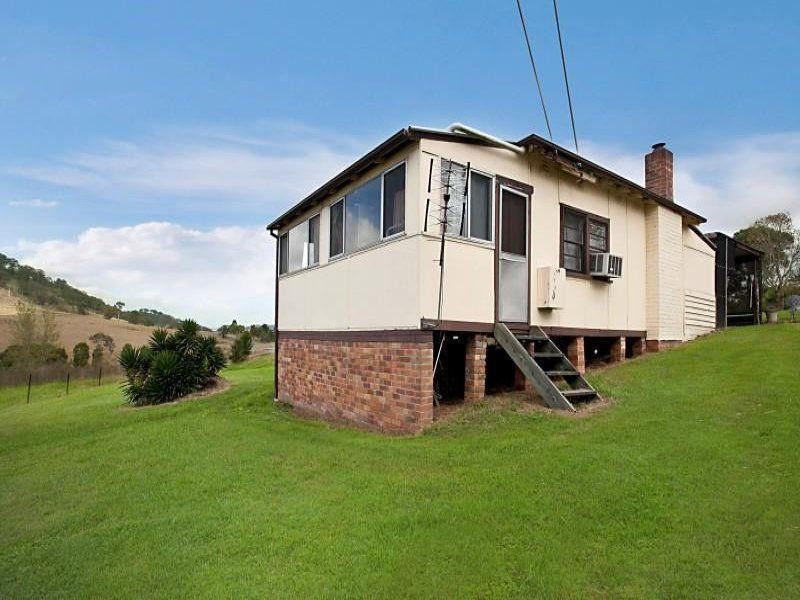 Delightful first home or investment opportunity in excellent location