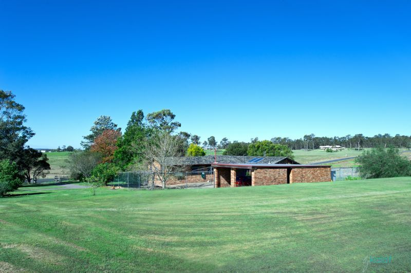 Rural living on boutique acreage five minutes from central Maitland