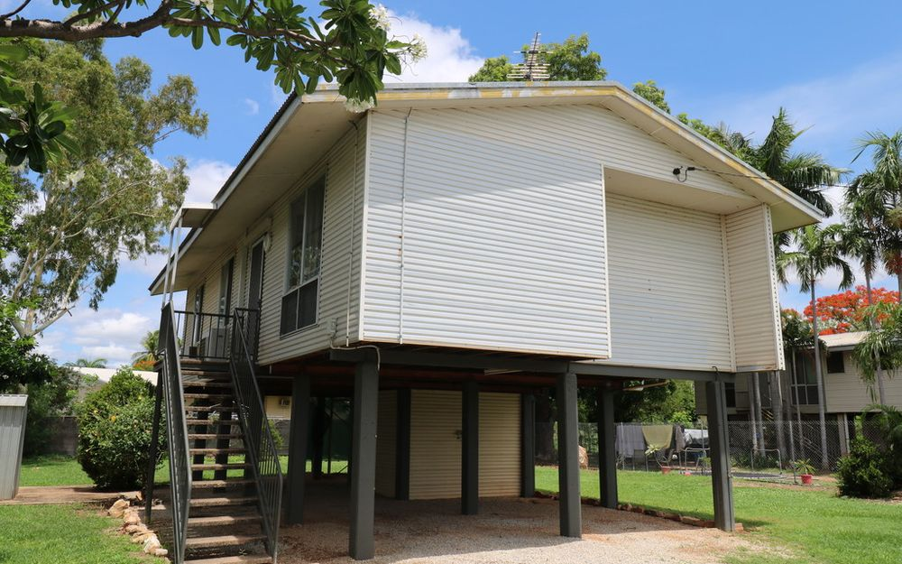 FULLY FENCED 3 BEDROOM HOME IN KATHERINE NORTH