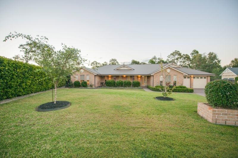 As-new acreage retreat in peaceful location