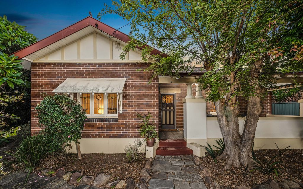 You'll fall in love with the picturesque village lifestyle of 29 Roxburgh Street Lorn