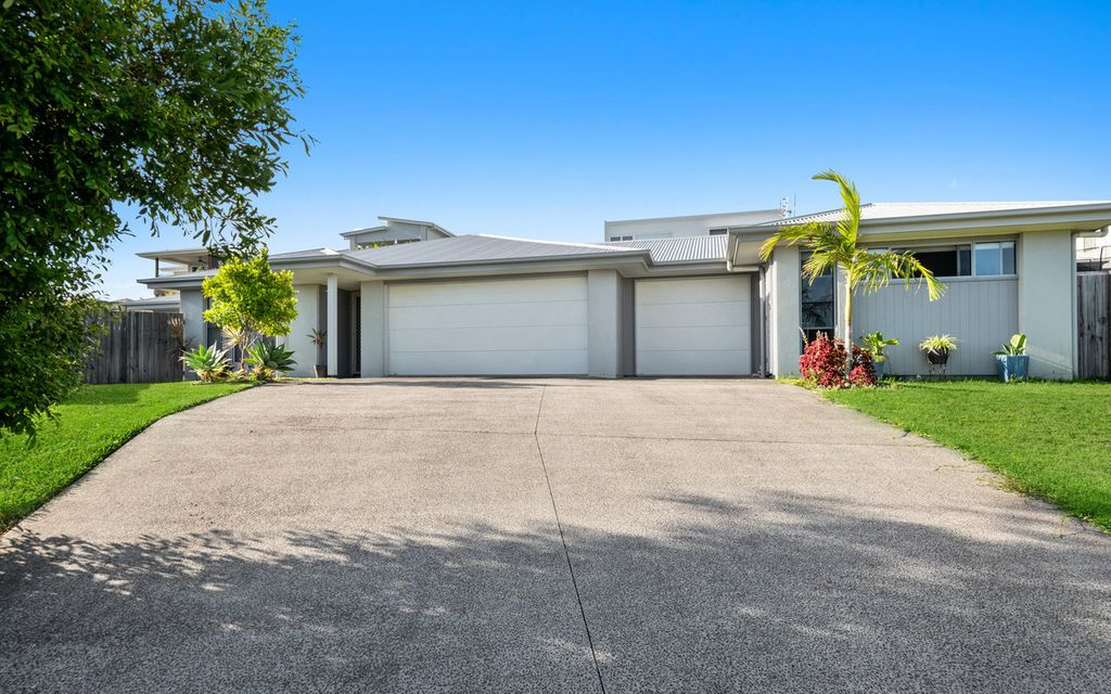 Amazing Dual-Living Home with High Rental Yield! Only Minutes' Drive to the Beach.
