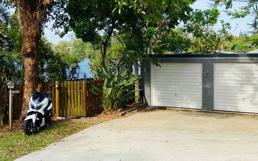 Peaceful and Convenient Palmwoods Home