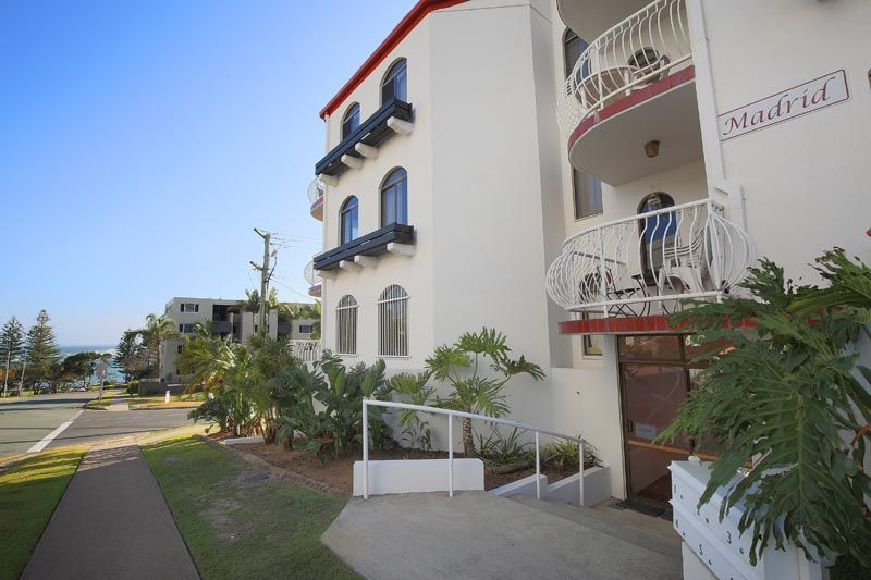 Close to Shops and Beaches