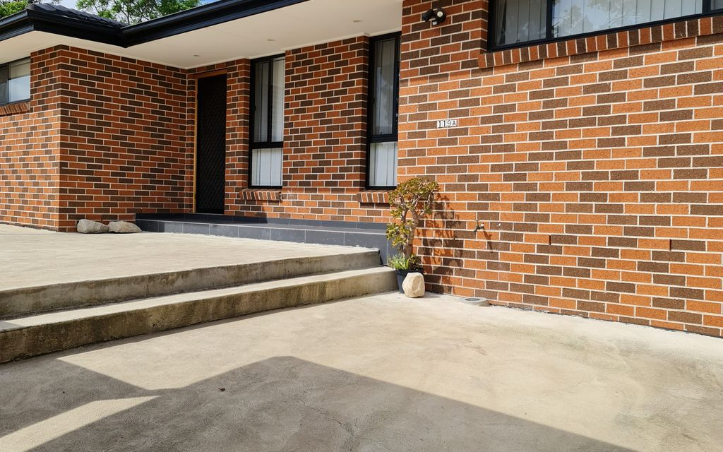 New Brick Villa/House Close to Station & Shops