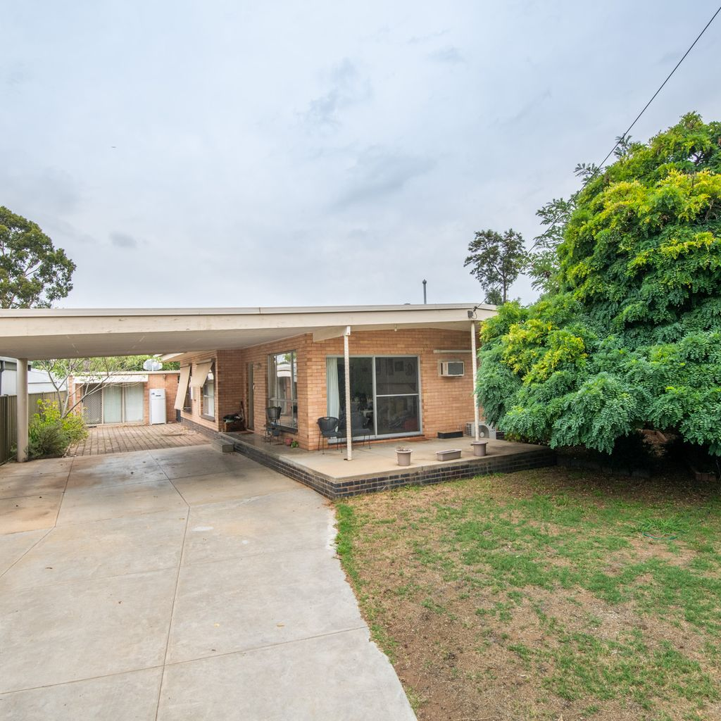 Great North Shepparton location on large block!