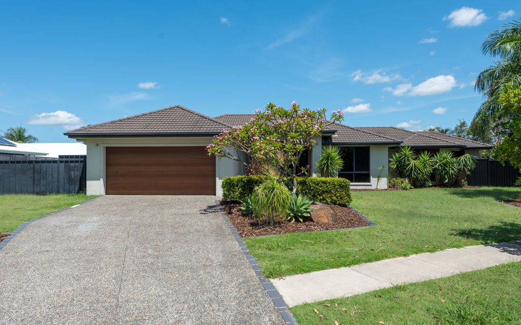"""FANTASTIC 4 BEDROOM PLUS STUDY FAMILY HOME WITH POOL IN GATED """"CALMWATER SHORES"""""""