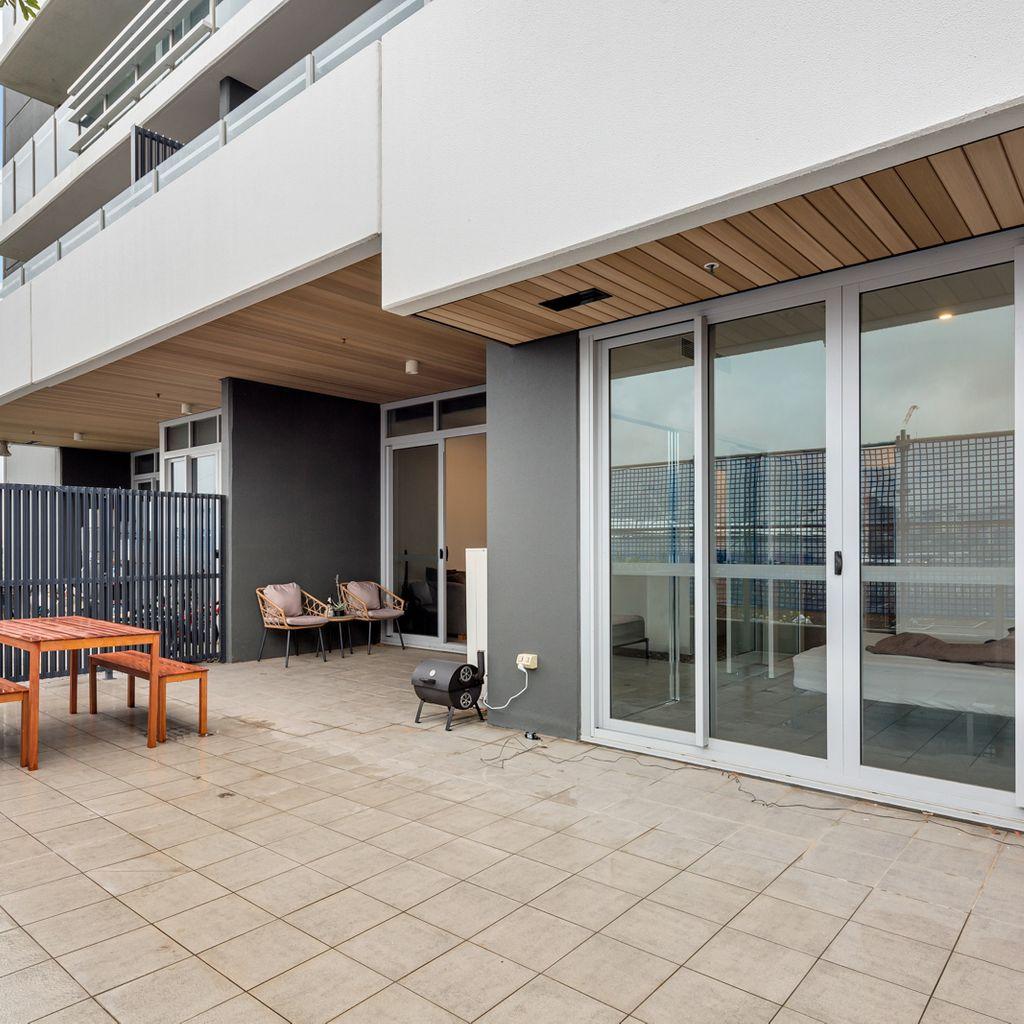 Over-sized Balcony, Pet Friendly and Modern Trafalgar Lane Apartment!