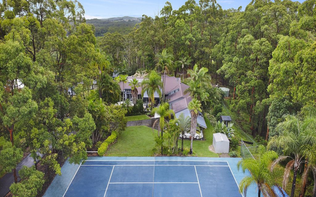 Family retreat with pool and tennis court
