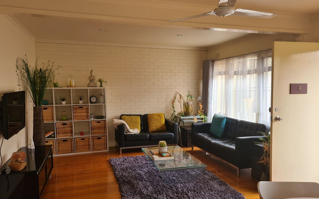 Fully Furnished 1 x Bedroom Unit close to CBD