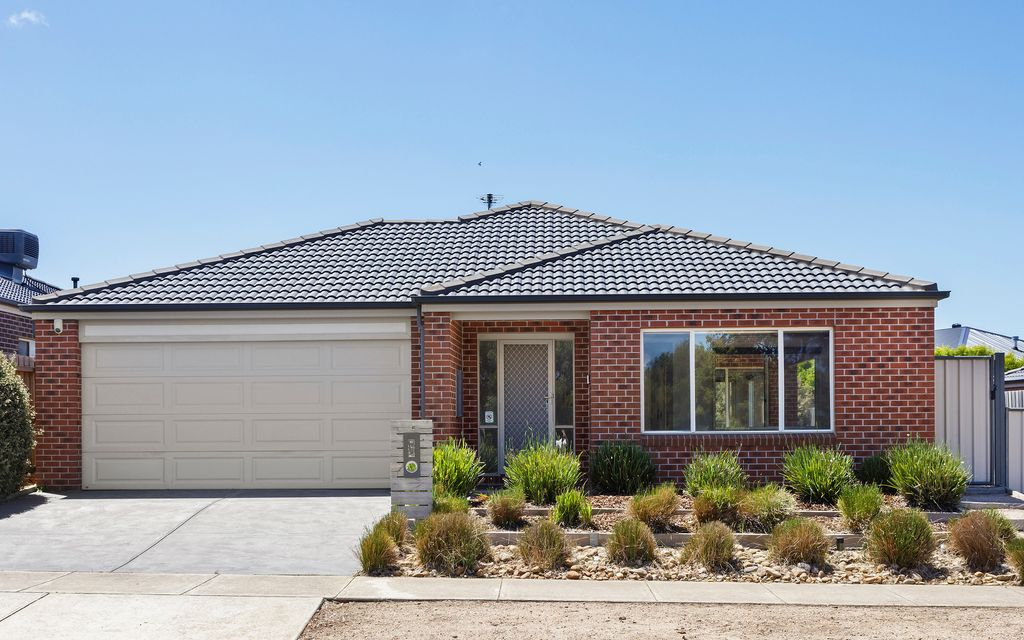 Spacious family living with wetland frontage