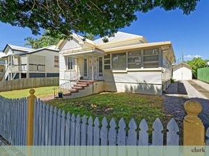 1880's Queenslander : – 19m Frontage/ 2 Lots