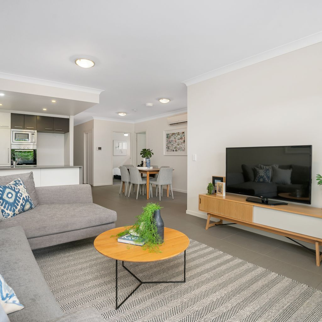 Unsurpassed Privacy, Contemporary Apartment at it's Best!